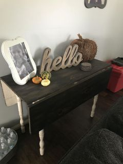 Drop leaf table.No holds