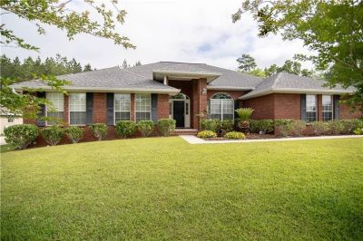 4 Bedroom Home with Walk In Pantry in North Lake, Spanish Fort!
