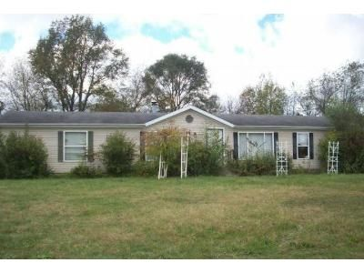 3 Bed 2 Bath Foreclosure Property in Laporte, IN 46350 - N Coachlight Dr