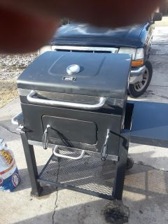 , charcoal grill in great condition cross-poste comes with the bag of charcoal and lighter fluid d no-holds