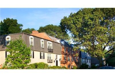 2 bedrooms Apartment - Situated along Boston's historic and picturesque North Shore. Parking Availa