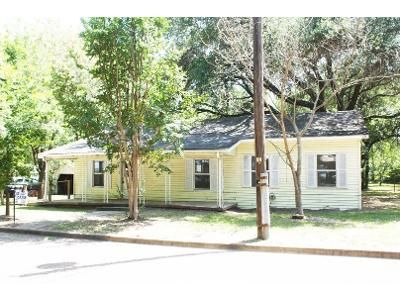2 Bed 1.5 Bath Foreclosure Property in Canton, TX 75103 - E Elm St