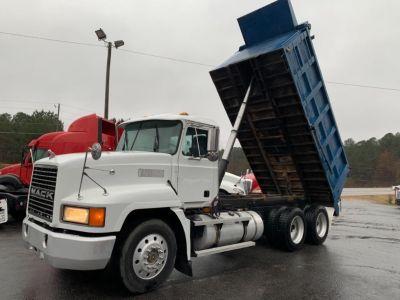 1996 Mack Ch613 Dump Truck (White)