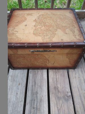 Large keepsake box world map on it velvet-lined not perfect but close pick up new Sachse or Allen