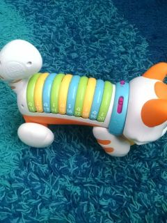 Leap frog rolling kitty. Play and learn numbers with kitty. Can be set for numbers or songs and notes.