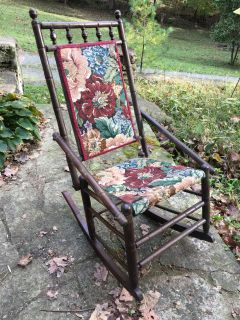 Here pictures! Vintage tapestry rocking chair