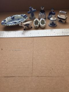 8 Vintage small blue and white items; porcelain. EUC, no chips.