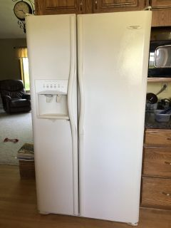 Frigidaire Side by Side with water and ice maker