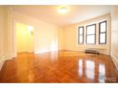 West 55 St/5th & 6th Ave* Massive Sunny Renovated* King Size Bed* Great Closet