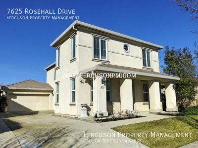 Four Bedroom Roseville Home in a Desirable Location!