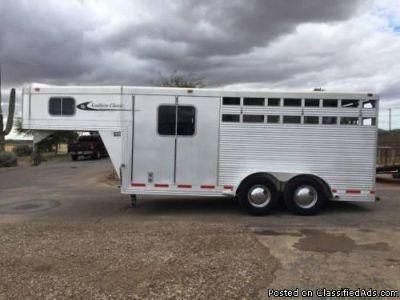 2001 Southern Classic Gooseneck 3 Horse trailer.