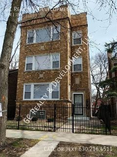 ***3 BDRM / HARDWOOD FLOORS / RECENTLY UPDATED / FENCED YARD / WASHER & DRYER HOOK UP IN BASEMENT***