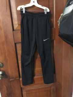 Nike gym pants with tapered leg. EUC very nice. Loved these!! Size sm. (
