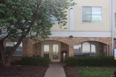 942 Guelbreth 102 Creve Coeur, Showings start Sunday 6/16/19