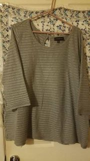 Lane Bryant 22/24 POMS Beautiful gray sweater $5.00