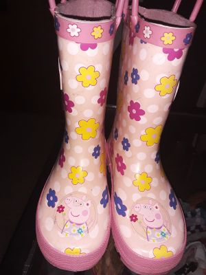 Peppard Pig rain boots size 9/10 toddler