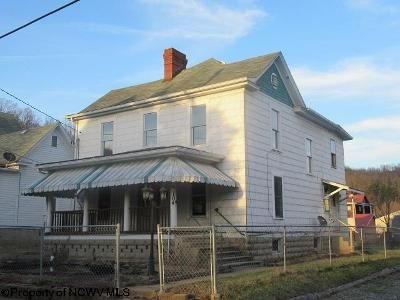 3 Bed 2 Bath Foreclosure Property in Mannington, WV 26582 - Marshall St