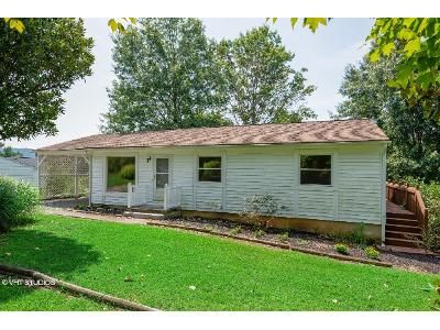 3 Bed 1.5 Bath Foreclosure Property in Goodview, VA 24095 - Crestbourne Dr