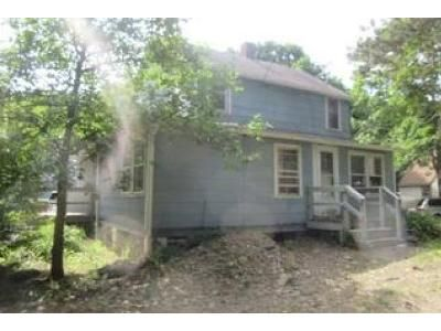 2 Bed 1 Bath Foreclosure Property in Hyde Park, NY 12538 - Violet Ave