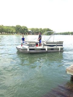 2005 Fisher Liberty 180 pontoon boat
