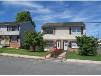 2 Bed 1.5 Bath Foreclosure Property in Hagerstown, MD 21740 - Oak St