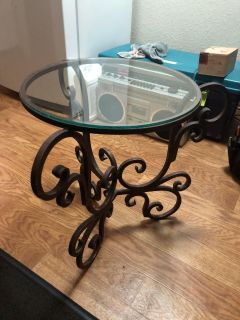 Pier 1 Brass and Glass Top End/Patio Table