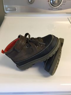 Carter's 'Ronald' boots / Size 9M / EUC-small scuff on both toes / black, brown, orange