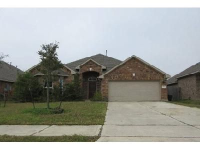 3 Bed 2 Bath Foreclosure Property in Rosharon, TX 77583 - Shimmering Lakes Dr