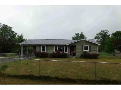 4 Bed 2 Bath Foreclosure Property in Section, AL 35771 - County Road 338