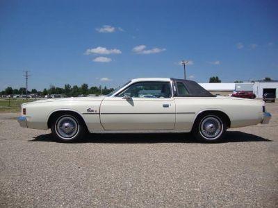 1977 Chrysler Cordoba (SPINNAKER WHITE/BLACK)