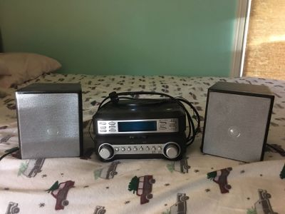 Bookshelf Stereo System with CD Player