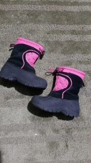 Girls winter boots(size 7-