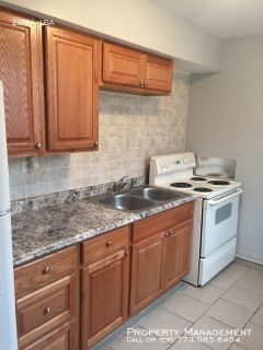 Large Brand New Remodeled 2-Bedroom Apt in Quiet Building on Top Floor, New Owner & Mngt, Close to Public Transportation, Schools, Shops, Wal-Mart and Interstate