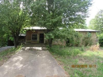 3 Bed 2 Bath Foreclosure Property in Melbourne, AR 72556 - School St