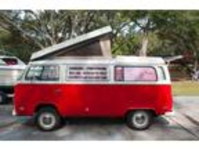 1972 Volkswagen Bus Vanagon Westfalia Campmobile