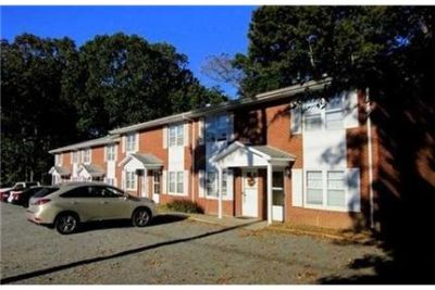 Townhouse with neutral carpet paint. $600/mo