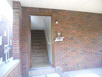 4 bedrooms + 2 full Bath apartments in Squirrel Hill on Phillips Av