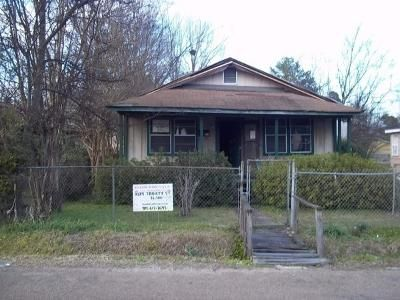 2 Bed 1 Bath Foreclosure Property in Jackson, MS 39213 - Trinity St