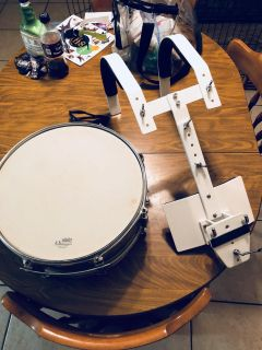Snare drum with harness