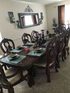 BEAUTIFUL SOLID WOOD ORNATE FORMAL DINING ROOM TABLE AND CHAIRS