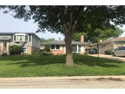 1.5 Bath Foreclosure Property in Arlington Heights, IL 60005 - S Vail Ave