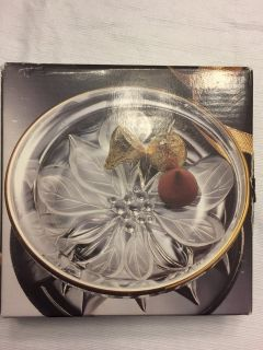 Round Gold Rimmed Poinsetta Candy Dish 5