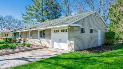 3 Bedroom 2 Full Baths Ranch Home, Walk to Downtown Ann Arbor