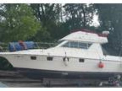 1990 Cruiser Yachts Espirit-Flybridge Deck Boat in Chicago, IL