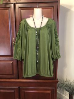 15.00 Size 22/24 Lane Bryant gorgeous green top with lace accents on the 3/4 sleeves