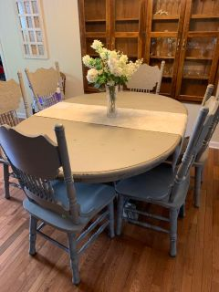 Oval claw foot table