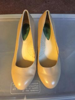 Fitzwell Women's Shoes Heels Pumps Tan Used 7.5ww