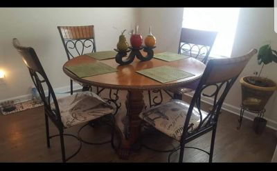 Rooms to Go Dinning set 6 pieces