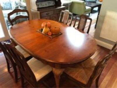 : ). Great Kitchen Table & Chairs.
