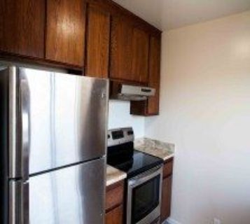 Renovated 2BR/1BA Apt Close To BART, Shopping, Din